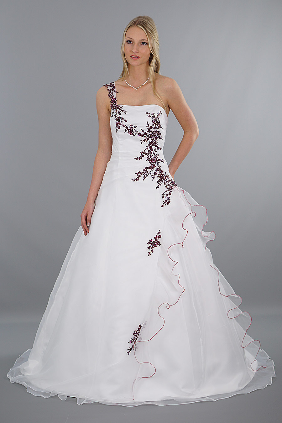 Brautkleid Modell Lilly - rot bestickt   Schmetterling ...