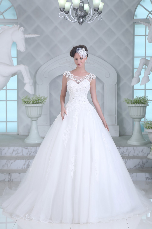 Brautkleid Gitta- wunderschön bestickt | Schmetterling ...