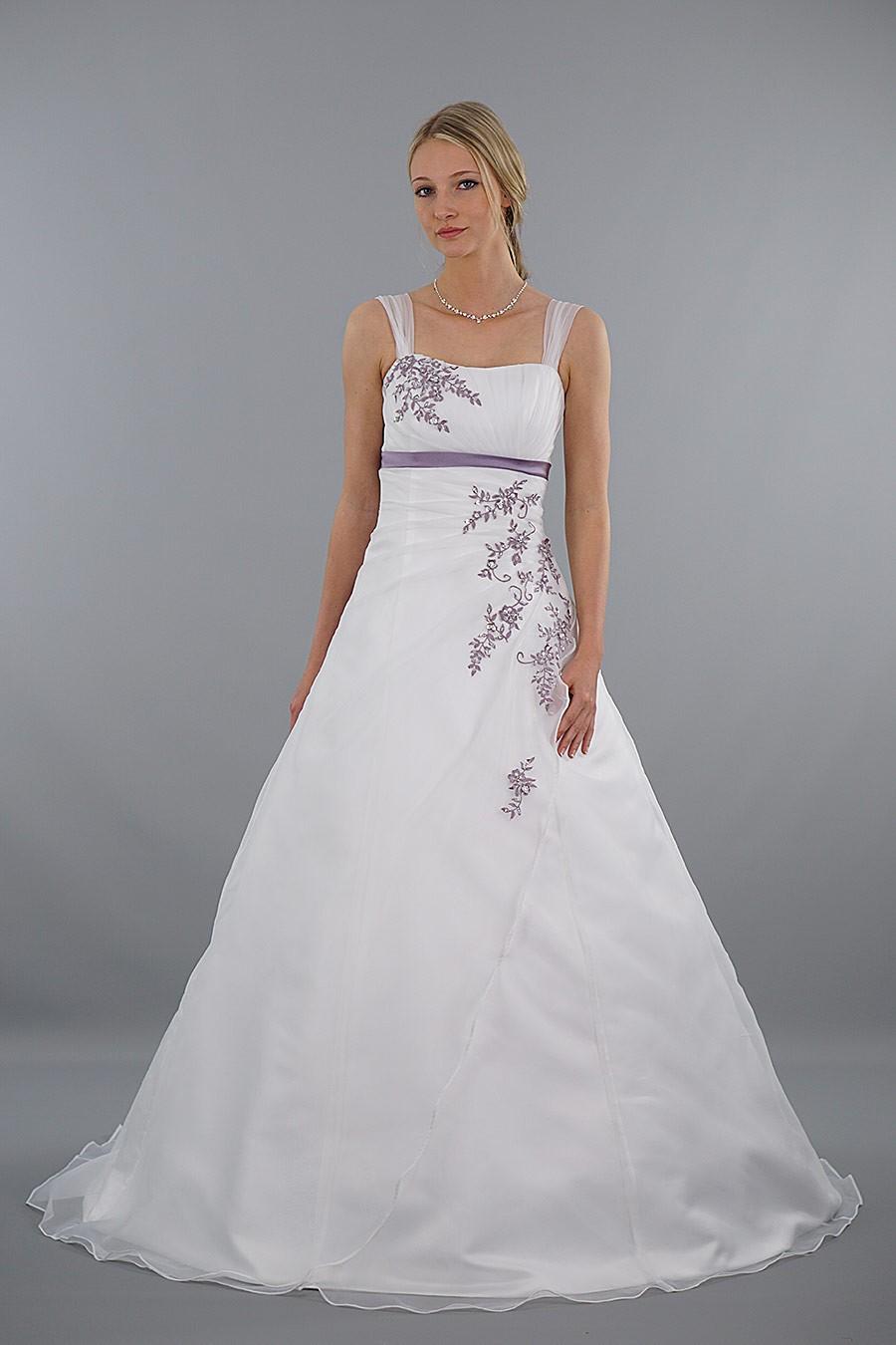 Modell Mia | Brautkleider für große Größen | Brautkleider auf Lager ...