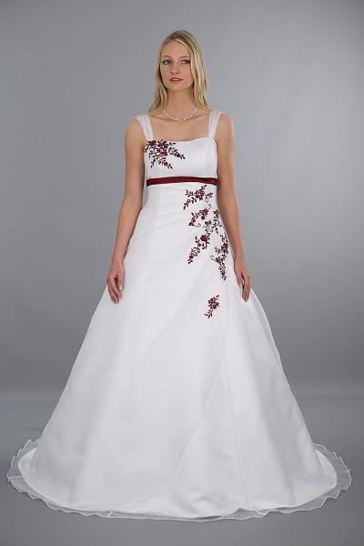 Brautkleid Modell Eva - rote Stickereien | Schmetterling ...