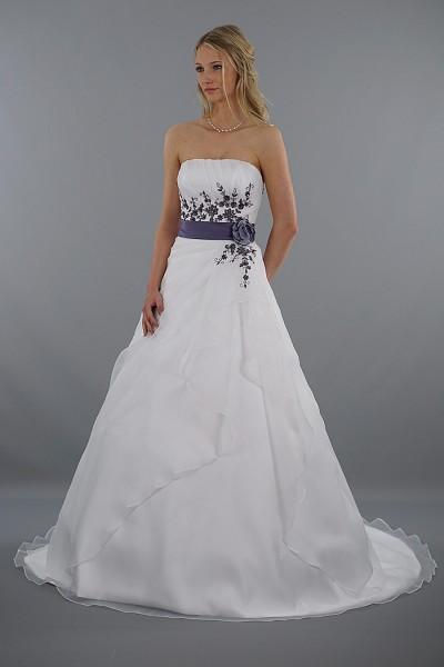 Brautkleid Leona mit schönen Stickereien | Schmetterling ...
