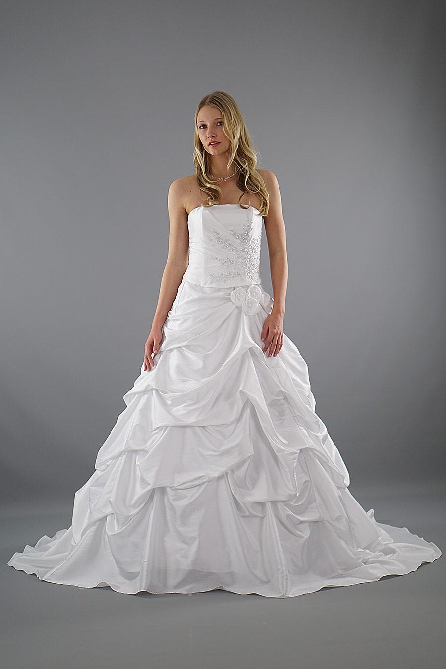 Brautkleid Ida - perfekt für große Größen | Schmetterling ...