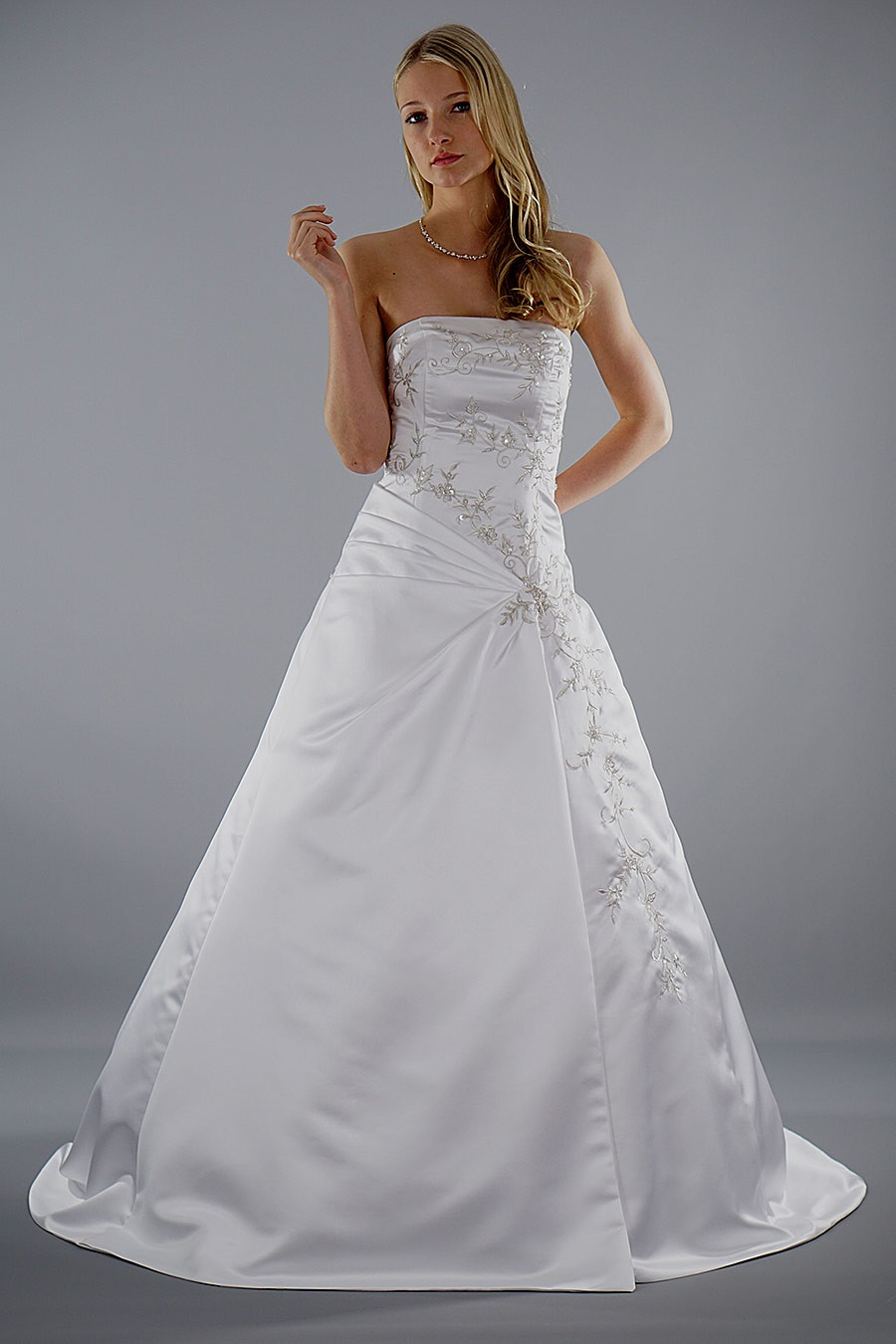 Brautkleid Pauline mit kleiner Raffung | Schmetterling ...