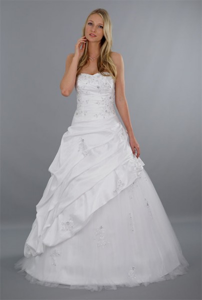 Brautkleid Sarah mit herzförmigem Ausschnitt | Schmetterling ...
